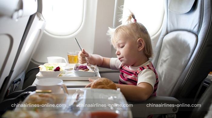 Trẻ em bắt buộc phải ngồi trên ghế an toàn trong chuyến bay