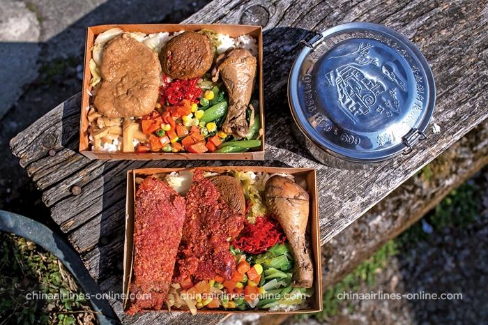 Cơm hộp Fenqihu ở thị trấn cổ Fenqihu là món bạn không nên bỏ lỡ khi đến đây.